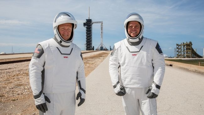 астронавты Роберт Бенкен и Даглас Херли