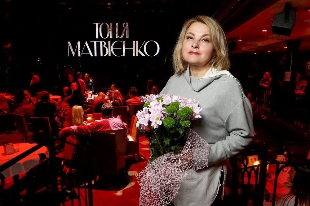 """""""Мій перший ювілей"""": дивіться, як Тоня Матвієнко відсвяткувала 40-річчя на сцені (ФОТО) - фото №8"""