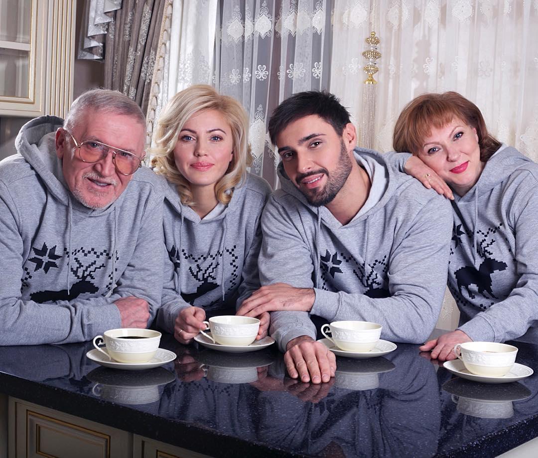 Виталий Козловский устроил личную жизнь своему 73-летнему отцу - фото №2