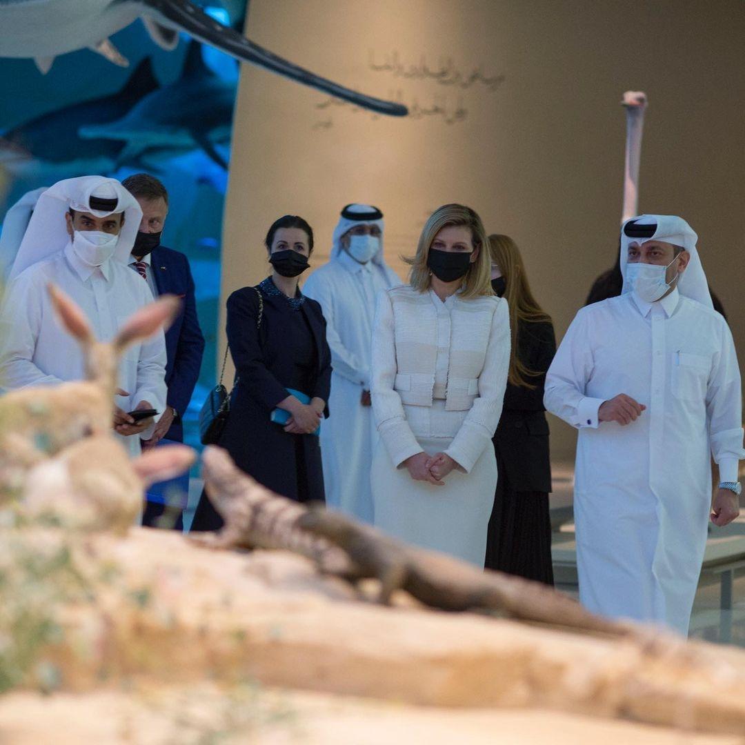 В женственном костюме и лодочках: Елена Зеленская поразила новым выходом в Катаре (ФОТО) - фото №4