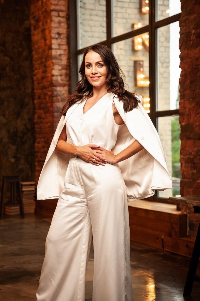 Ведуча Юлія Зорій вийшла заміж: дизайнерська сукня нареченої та фото з весілля - фото №3