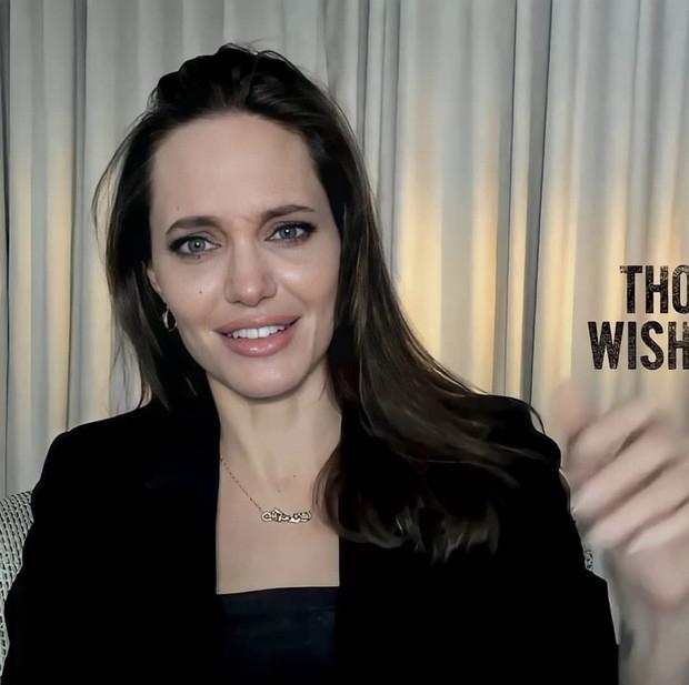 Вечно молодая: Анджелина Джоли очаровала поклонников новым виртуальным выходом (ФОТО) - фото №2