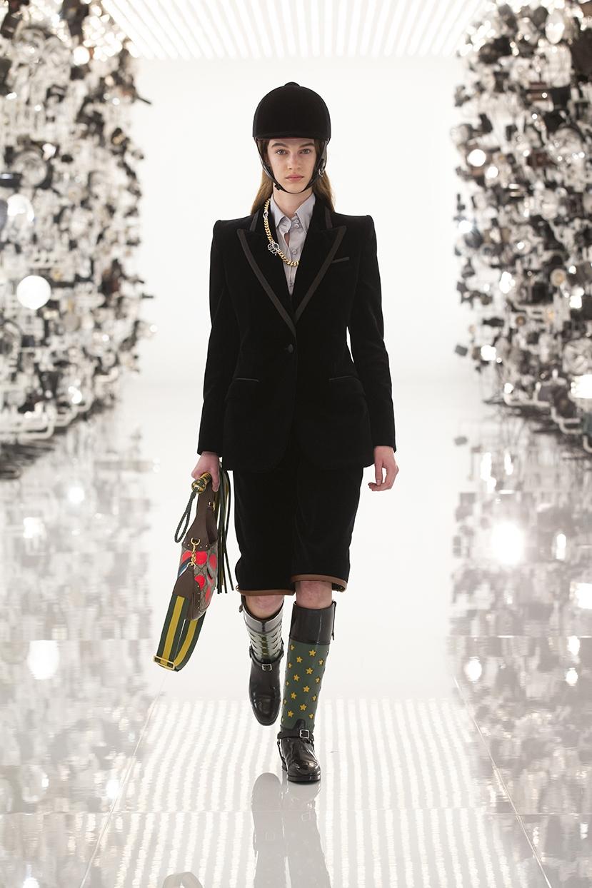 Огромные плечи и сумки в виде сердца: Gucci представили коллаборацию с Balenciaga (ФОТО) - фото №3