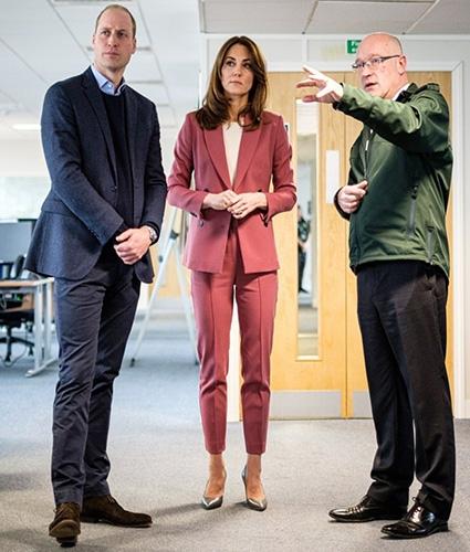 Кейт Миддлтон и принц Уильям посетили лондонский центр скорой помощи (ФОТО) - фото №1