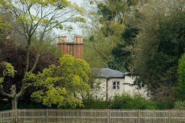 Принц Гарри и Меган Маркл уволили персонал в британской резиденции Фрогмор-коттедж: новости о герцогах Сассекских