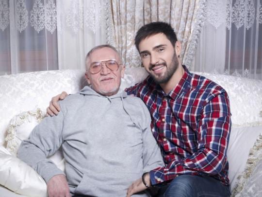 Виталий Козловский устроил личную жизнь своему 73-летнему отцу - фото №1