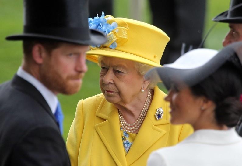 Принц Гарри и Меган Маркл попросили о встрече с Елизаветой II - фото №1