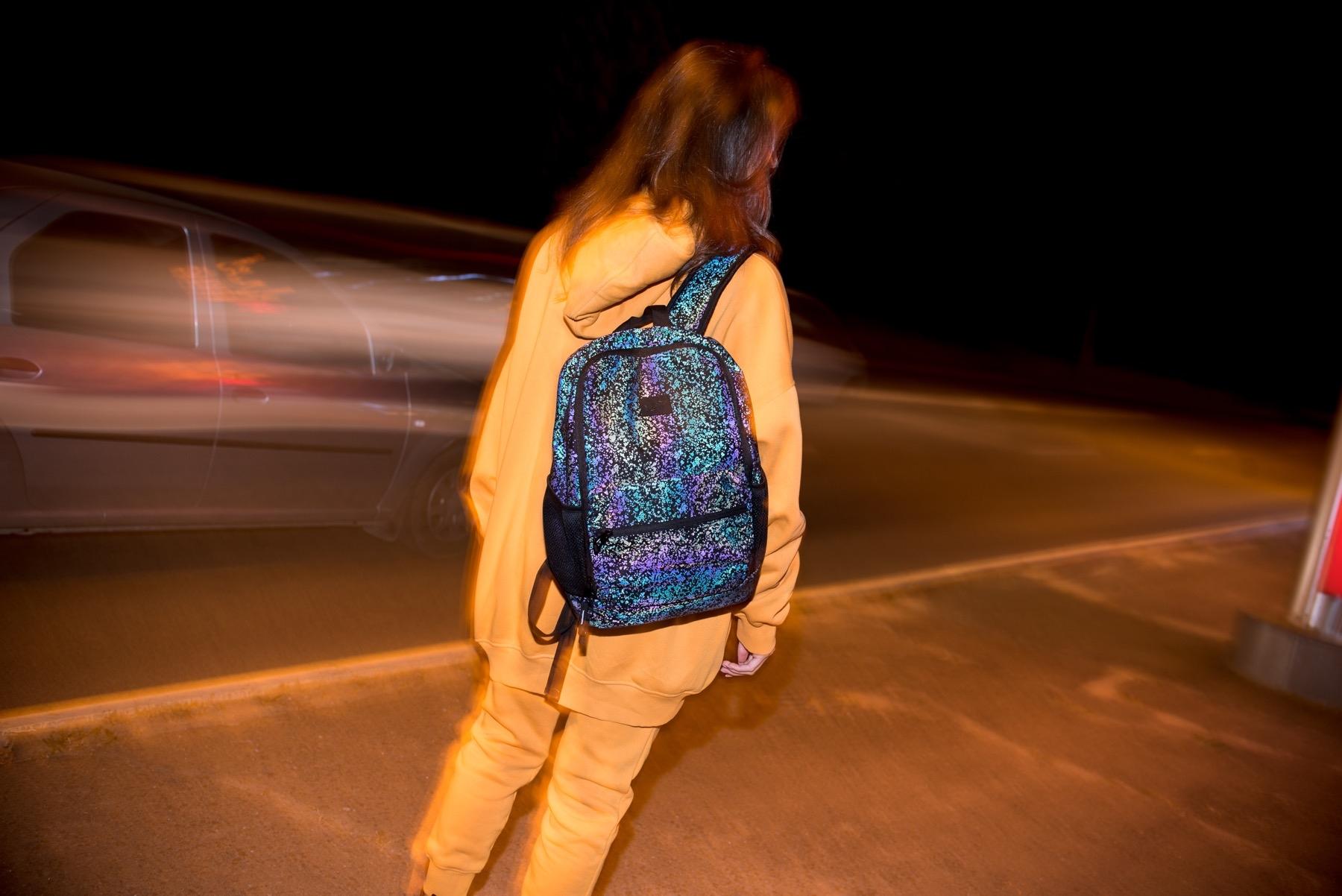Светоотражающие рюкзаки: зачем они нужны и где их купить - фото №1