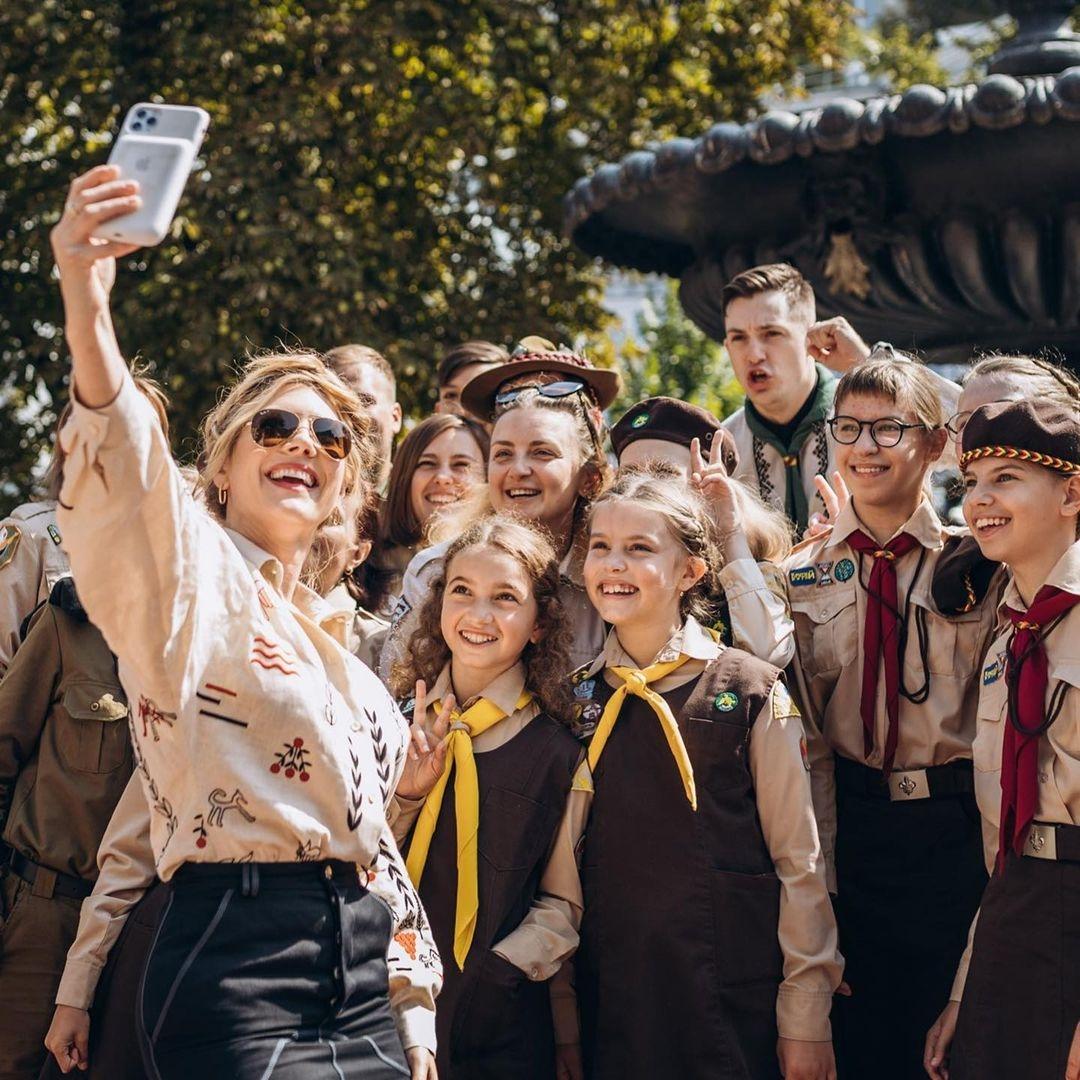 """Звезда сериала """"Викинги"""" Кэтрин Винник посетила скаутскую организацию """"Пласт"""", в которой состояла в детстве (ФОТО) - фото №3"""