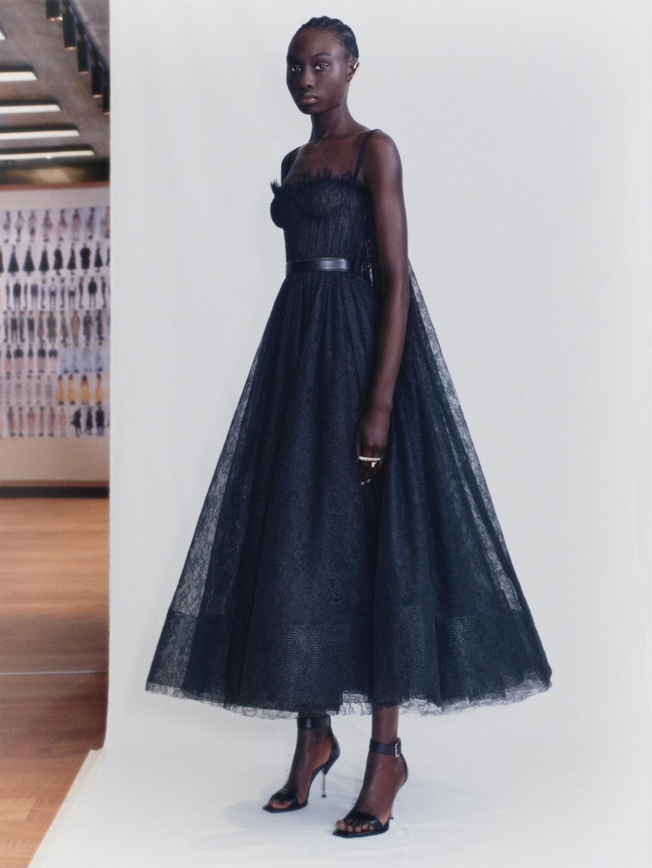 Смотрите fashion-фильм Alexander McQueen, снятый по мотивам новой коллекции весна-лето 2021 (ВИДЕО) - фото №3