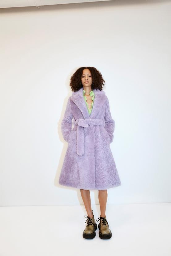 Махровый халат, бабушкин свитер и трикотаж: Bottega Veneta показали, какую одежду носить после карантина (ФОТО) - фото №1