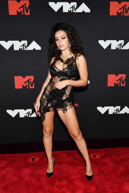 Пэрис Хилтон, Аврил Лавин, Билли Портер и другие звезды на красной дорожке MTV Video Music Awards 2021 (ФОТО) - фото №10