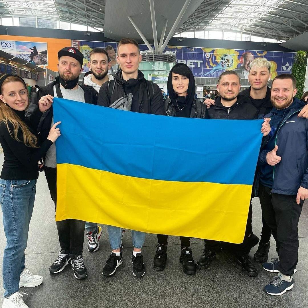 """Группа Go_А отправилась в Роттердам на """"Евровидение -2021"""": фото из аэропорта - фото №1"""