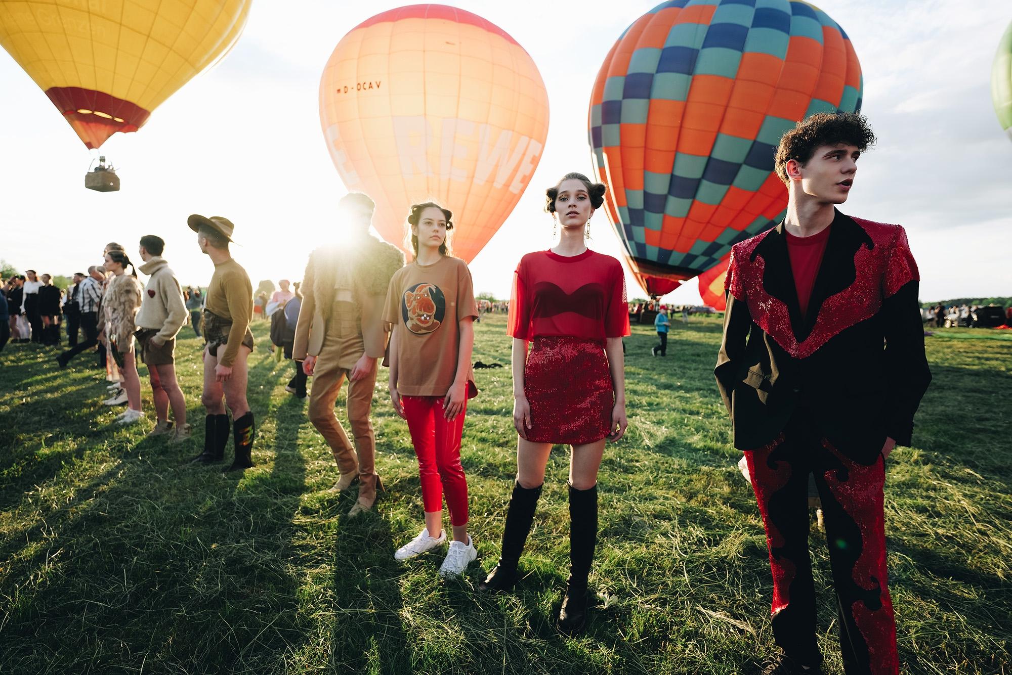Украинский дизайнер Жан Грицфельдт представил новую коллекцию на фестивале воздушных шаров (ФОТО) - фото №2