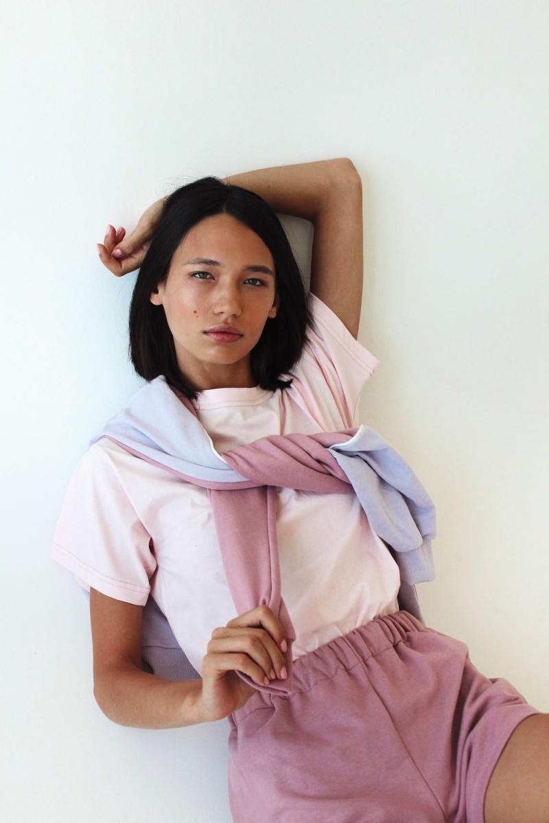 Спортивные костюмы в стиле пэчворк и футболки с предсказаниями: TATMAN представили новую линию комфортной одежды - фото №1