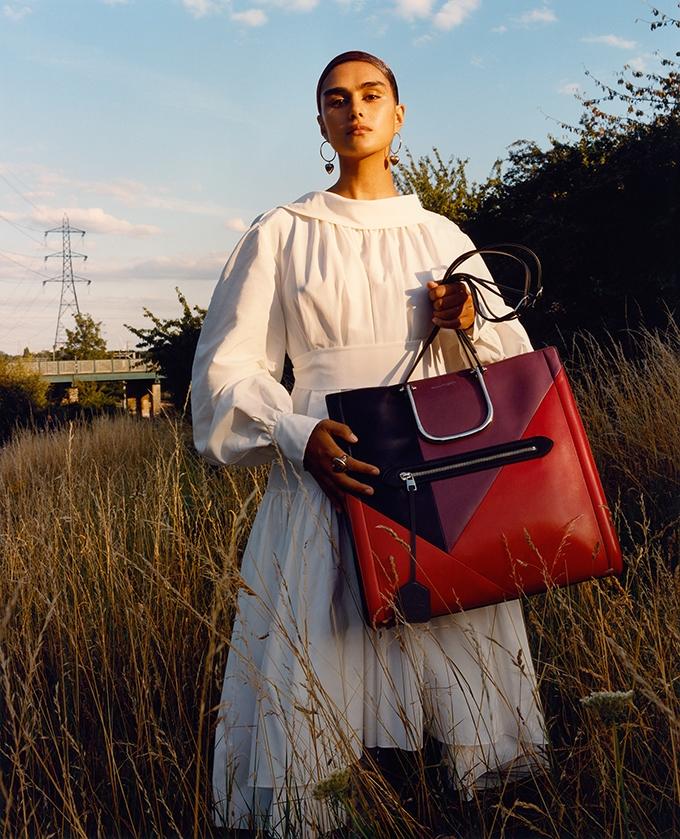 Сильные и свободные женщины. Alexander McQueen представили рекламную кампанию новой коллекции (ФОТО) - фото №4