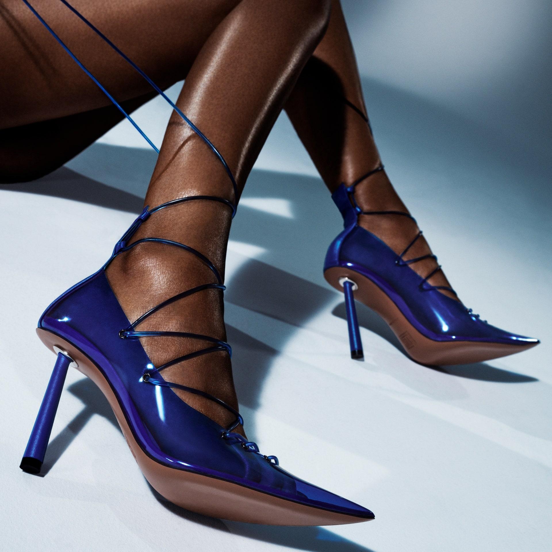 Дерзко и провокационно: Рианна выпустила коллекцию обуви вместе с дизайнером Аминой Муадди (ФОТО) - фото №1