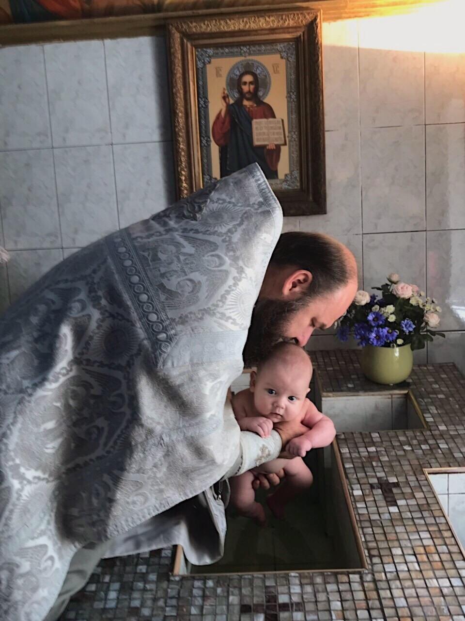 Звездные крестины: Миша Романова и Макс Барских впервые показали кадры из семейного архива (ФОТО) - фото №3