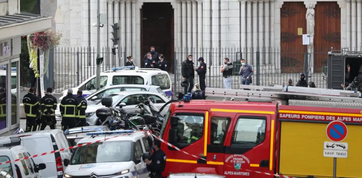 Теракт во Франции: неизвестный убил трех человек в Ницце, а в Саудовской Аравии напали на охрану консульства - фото №3