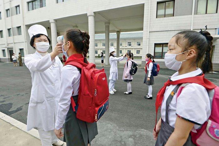 Снова в школу? New York Magazine показали, как проходит учеба в разных странах во время коронавируса (ФОТО) - фото №4