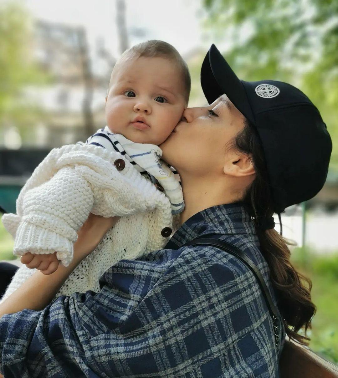 Равшана Куркова впервые показала сына, о рождении которого никто не знал - фото №3