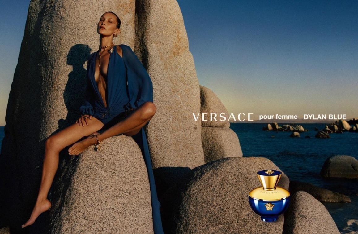 Две богини: Хейли Бибер и Белла Хадид в рекламной кампании Versace (ФОТО) - фото №1