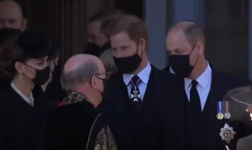 В Великобритании прощаются с принцом Филиппом: онлайн-трансляция - фото №11