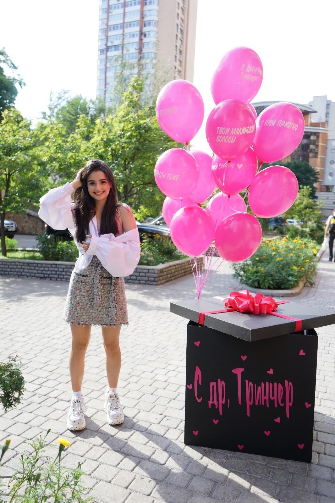 Популярные блогеры, бывший парень и злые соседи: Анна Тринчер показала, как отпраздновала день рождения (ВИДЕО) - фото №1