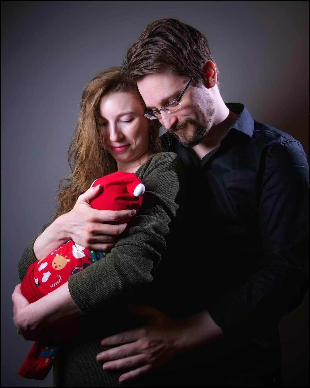 сноуден стал отцом