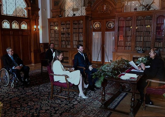 Крестник принцессы Дианы, принц Филипп, сыграл тайную свадьбу в Швейцарии (ФОТО) - фото №1