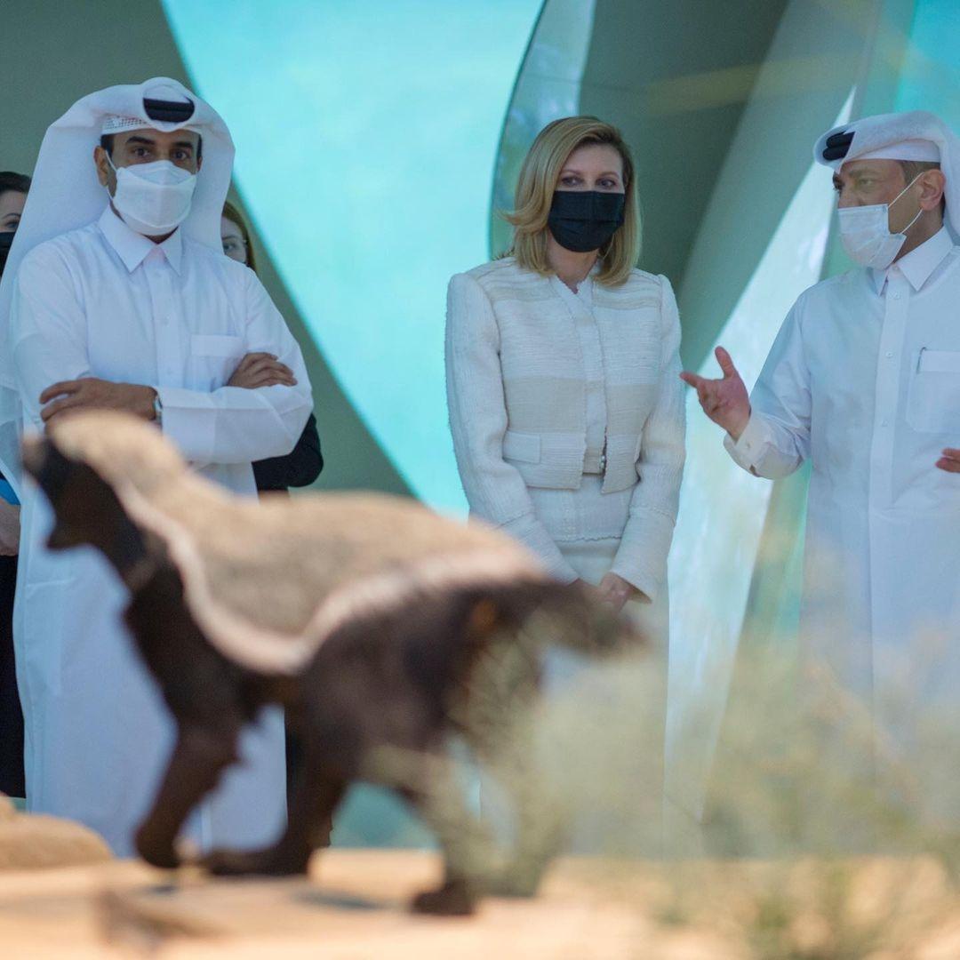 В женственном костюме и лодочках: Елена Зеленская поразила новым выходом в Катаре (ФОТО) - фото №3