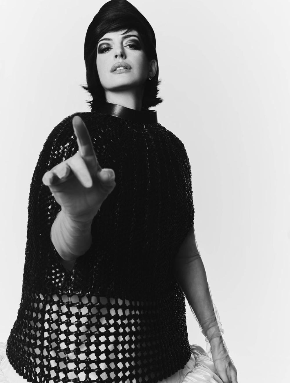 Энн Хэтэуэй снялась в роскошной съемке для глянца (ФОТО) - фото №3