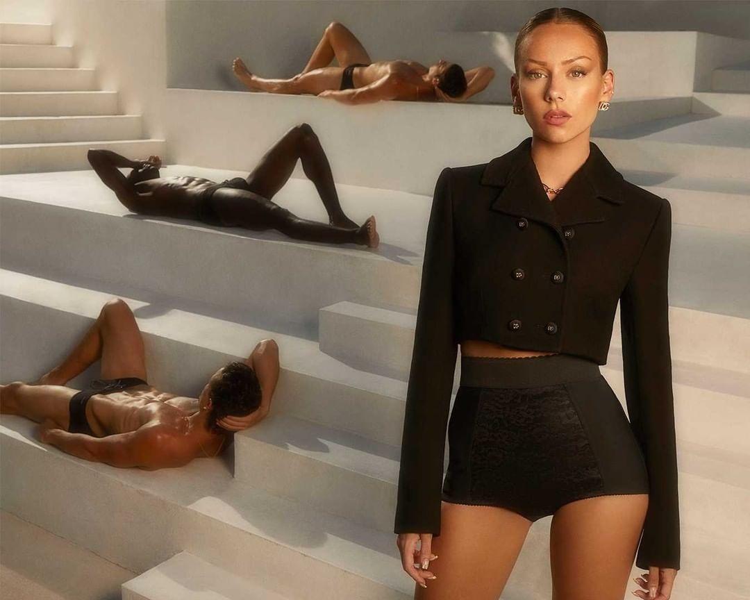 """Звезда сериала """"Элита"""" Эстер Экспосито стала лицом новой рекламной кампании Dolce&Gabbana (ФОТО) - фото №1"""