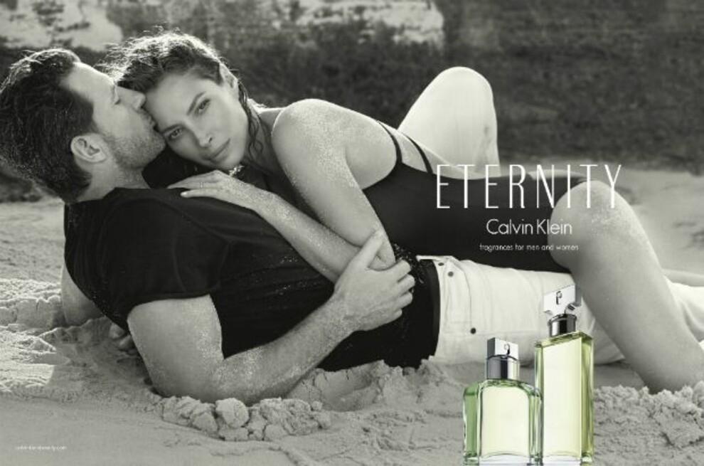 Вечная любовь: супермодель Кристи Тарлингтон и ее муж снялись в рекламе духов Calvin Klein (ФОТО) - фото №1