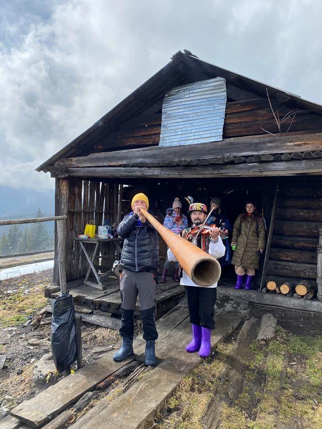 """""""Нечего ходить самому в горы, если у вас нет опыта"""": Дмитрий Комаров рассказал о """"наборе выживания"""" и как спастись в горах, если вы потерялись - фото №2"""