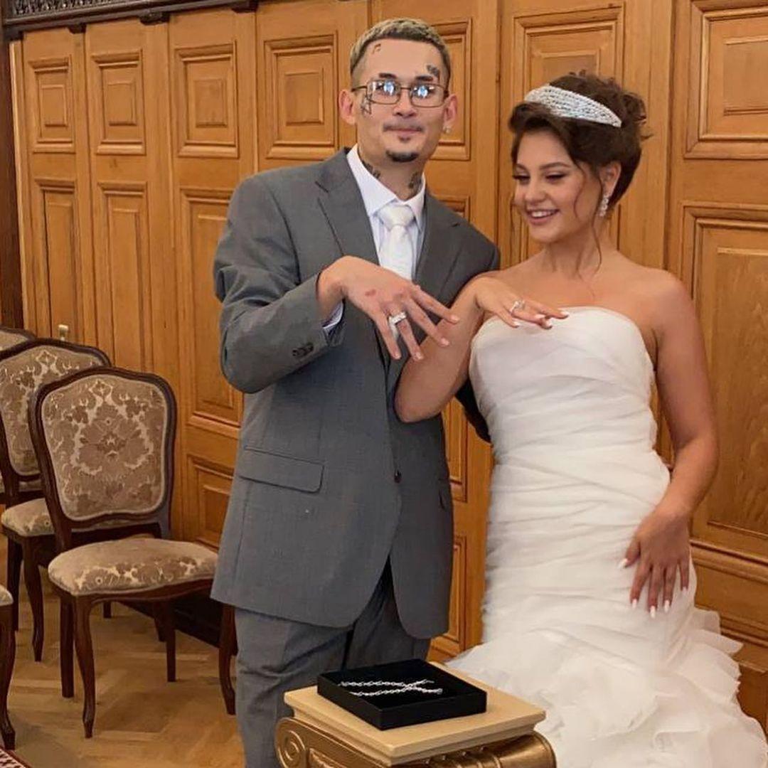 Торжество в стиле 2000-х? Появились первые фото со свадьбы Моргенштерна и Дилары - фото №1