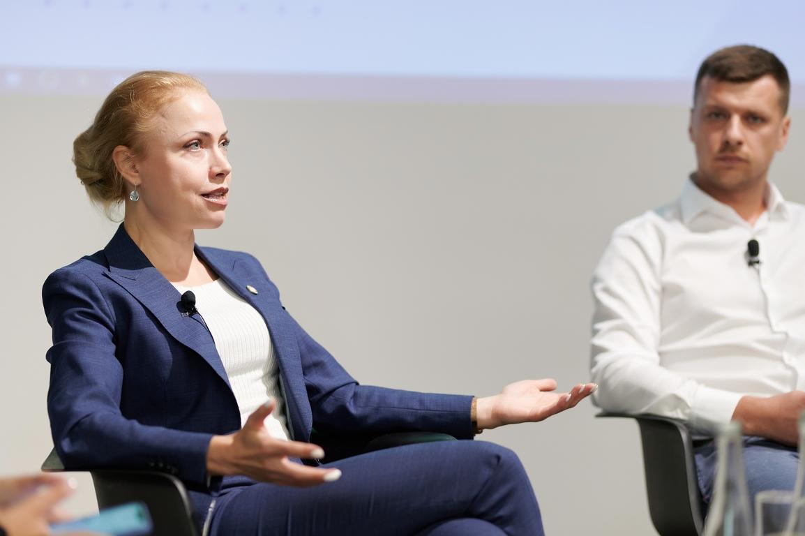 """Валерія Заболотна під час дискусії """"Онлайн-освіта для дітей 2020: виклики і рішення"""""""