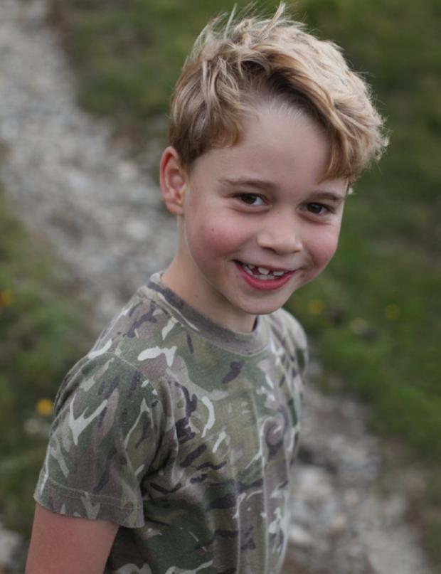 Принцу Джорджу исполнилось 7 лет: Кейт Миддлтон поделилась новым фото очаровательного сына - фото №1