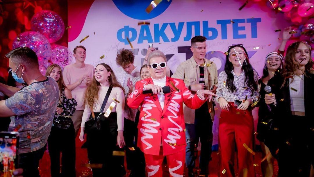 Михаил Поплавский открыл первый в мире факультет ТikТоk: реакция Сети (ФОТО) - фото №2