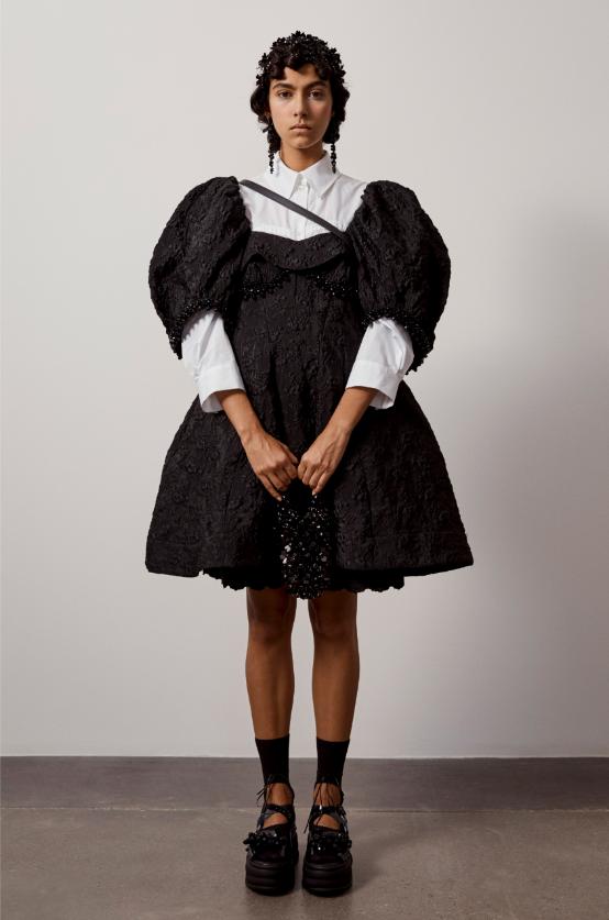 """""""Взрывной, отрезвляющий, зловещий"""": как прошел показ Simone Rocha в лондонской галерее (ФОТО) - фото №8"""