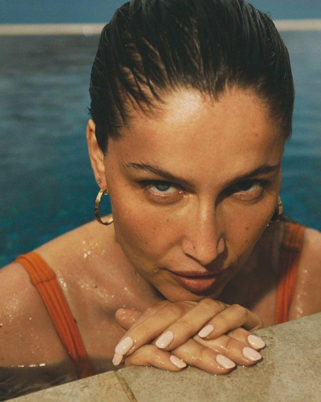 Натуральная красота: Летиция Каста снялась в соблазнительной фотосессии для французского глянца (ФОТО) - фото №5
