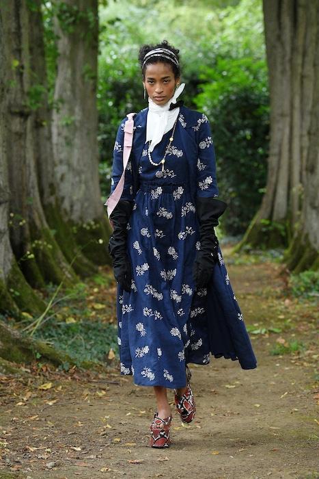 """Неделя моды в Лондоне: Erdem выпустили новую коллекцию по мотивам книги """"Любовница вулкана"""" - фото №10"""