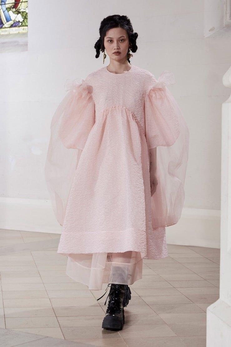 Кружевные платья и куртки-косухи: Simone Rocha представили новую коллекцию (ФОТО) - фото №2