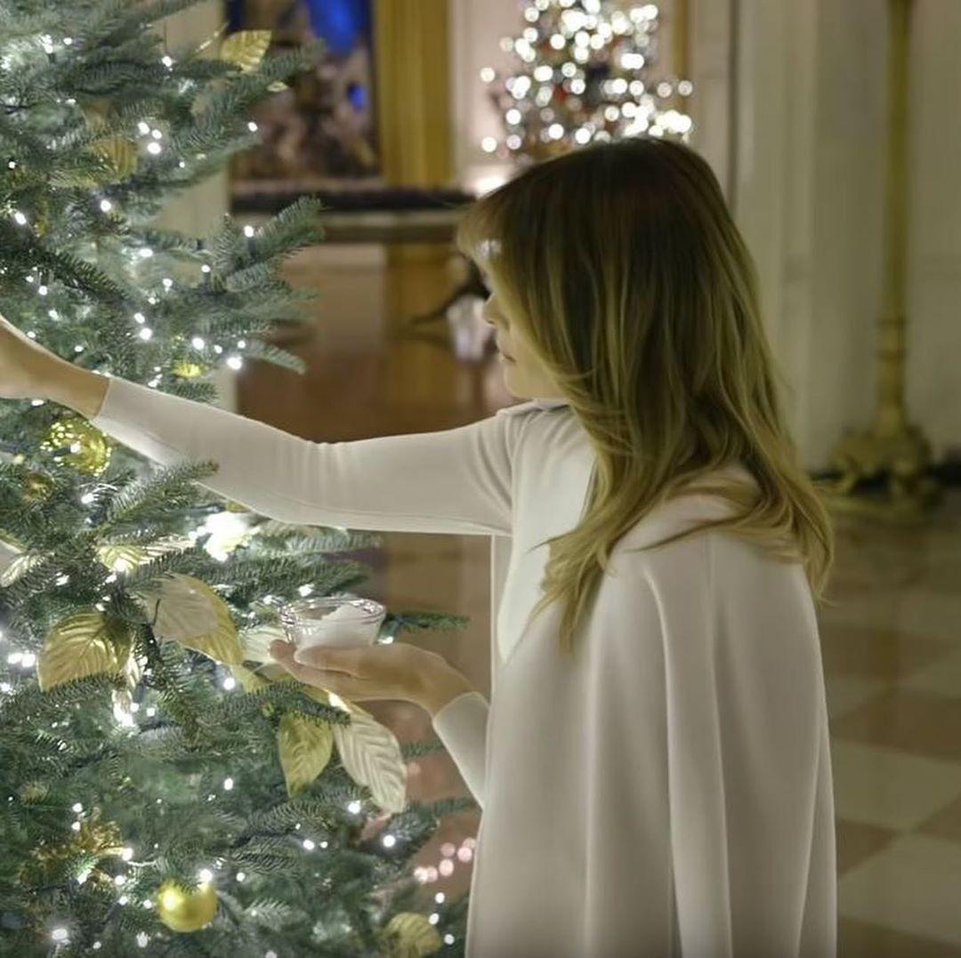 белый дом украшение к рождеству 2020