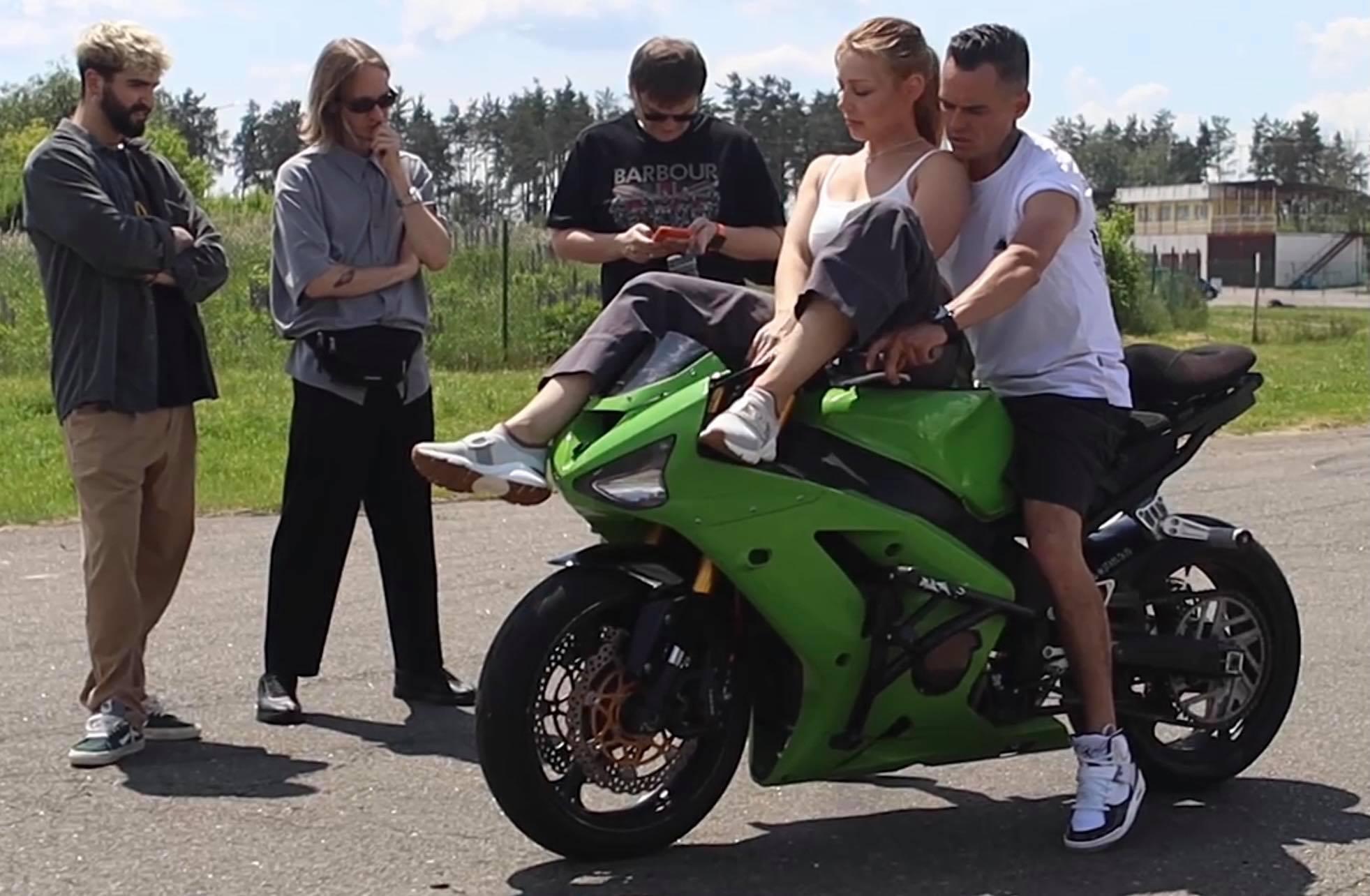 Подготовка к Atlas Weekend: Тина Кароль пересела на мотоцикл для трюков на сцене (ФОТО + ВИДЕО) - фото №3