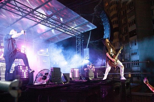 Первый вертикальный рок-фестиваль в мире. Как прошел BRO! FEST ко Дню независимости Украины? (ФОТО) - фото №2