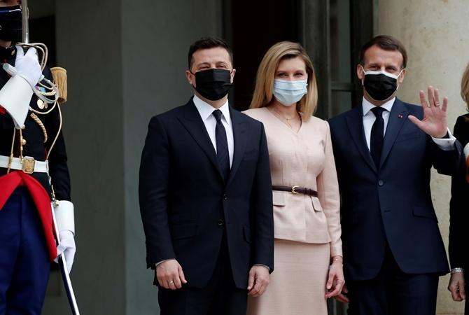 Образ дня: Елена Зеленская в женственном наряде прилетела в Париж (ФОТО) - фото №4