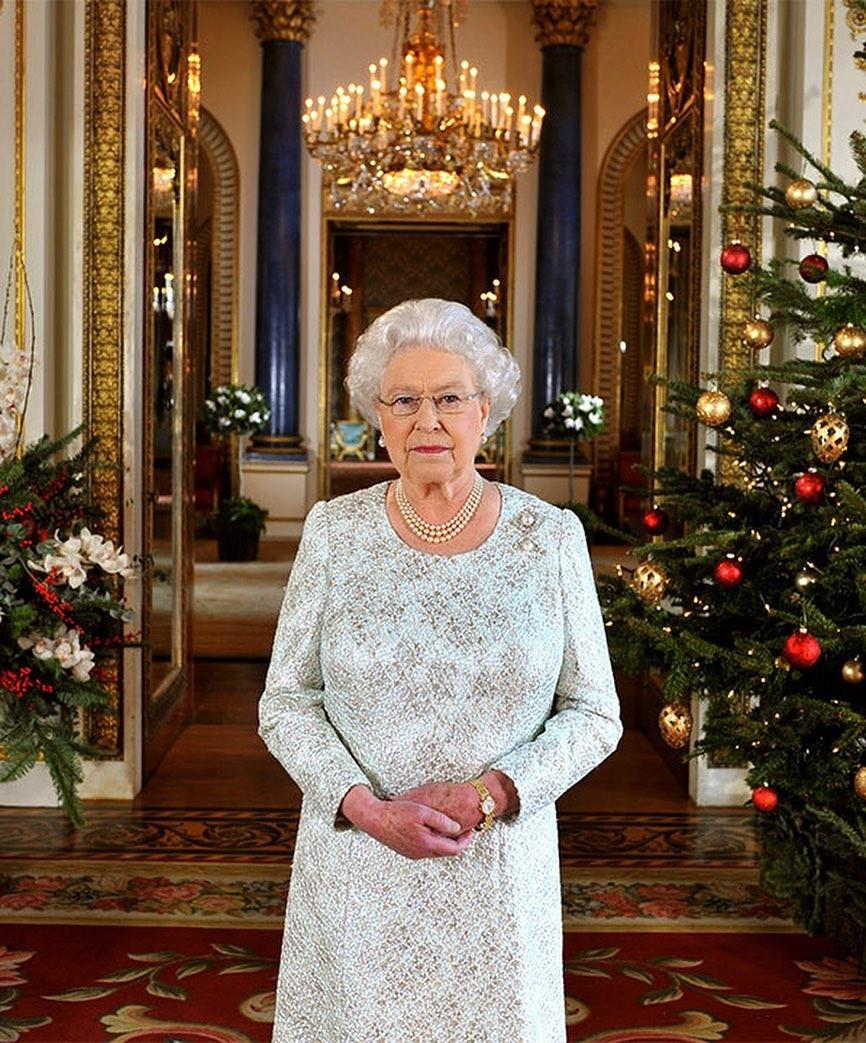 Настоящая сказка для Елизаветы II: смотрите, как украсили Виндзорский замок к Рождеству (ФОТО) - фото №1
