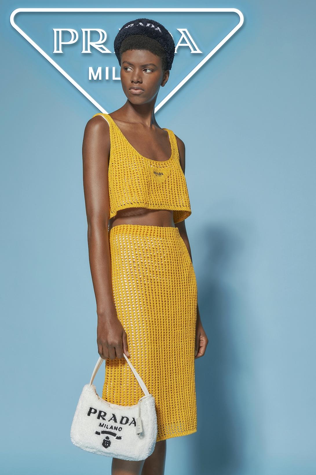 Махровые панамки и соломенные шоперы: Prada выпустили пляжную коллекцию (ФОТО) - фото №5