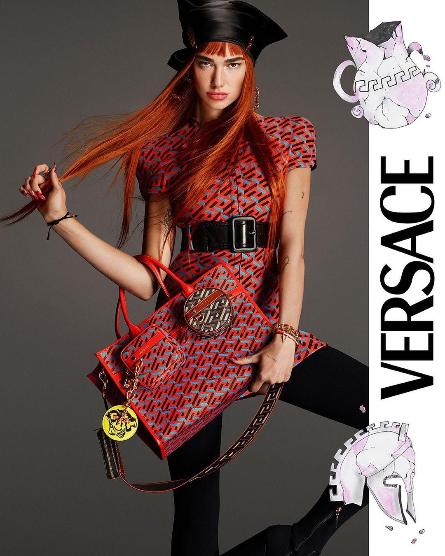 Рыжая бестия: Дуа Липа снялась в рекламной кампании Versace (ФОТО) - фото №2
